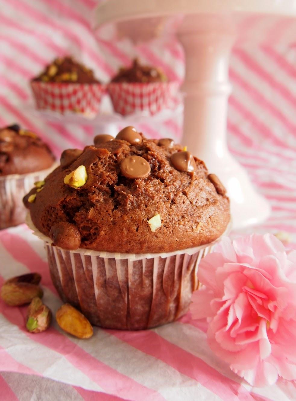 Chocolate Pistachio Muffins – Mehevät suklaa-pistaasimuffinit