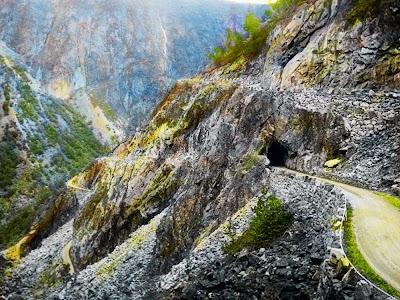 túnel na Estrada de Mabodalen – Noruega