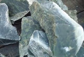gambar 2 batu termahal Giok nephrite
