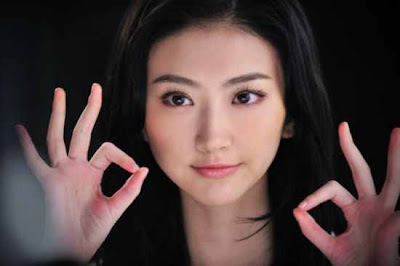 Jing tian sings the theme song in the mv for warring states