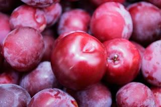 buah prem adalah buah yang rasanya sangat lezat dan kaya akan zat-zat yang menyehatkan tubuh