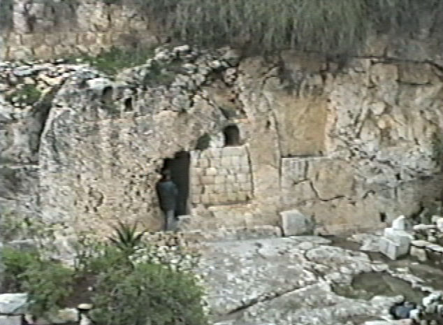 glimpse  life  garden tomb