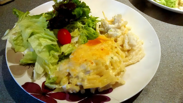 low fat macaroni cheese with salad