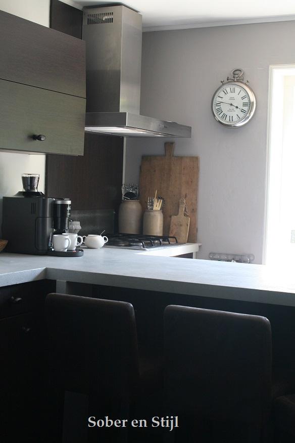 Keuken grijs verven: een grijze muur saai nee hoor villa d esta ...