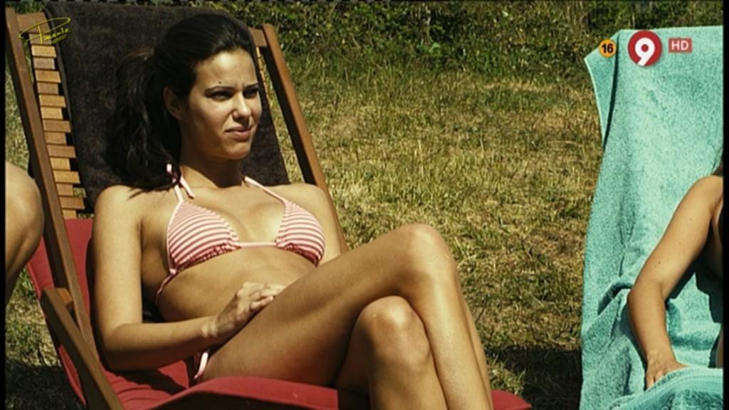 En Bikini Y Marcando Pezones Motivos Para Dudar De Tus Amigos