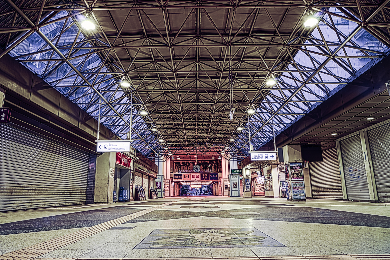早朝の国分寺駅