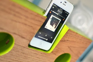 Một chiếc oa iphone gỗ handmade