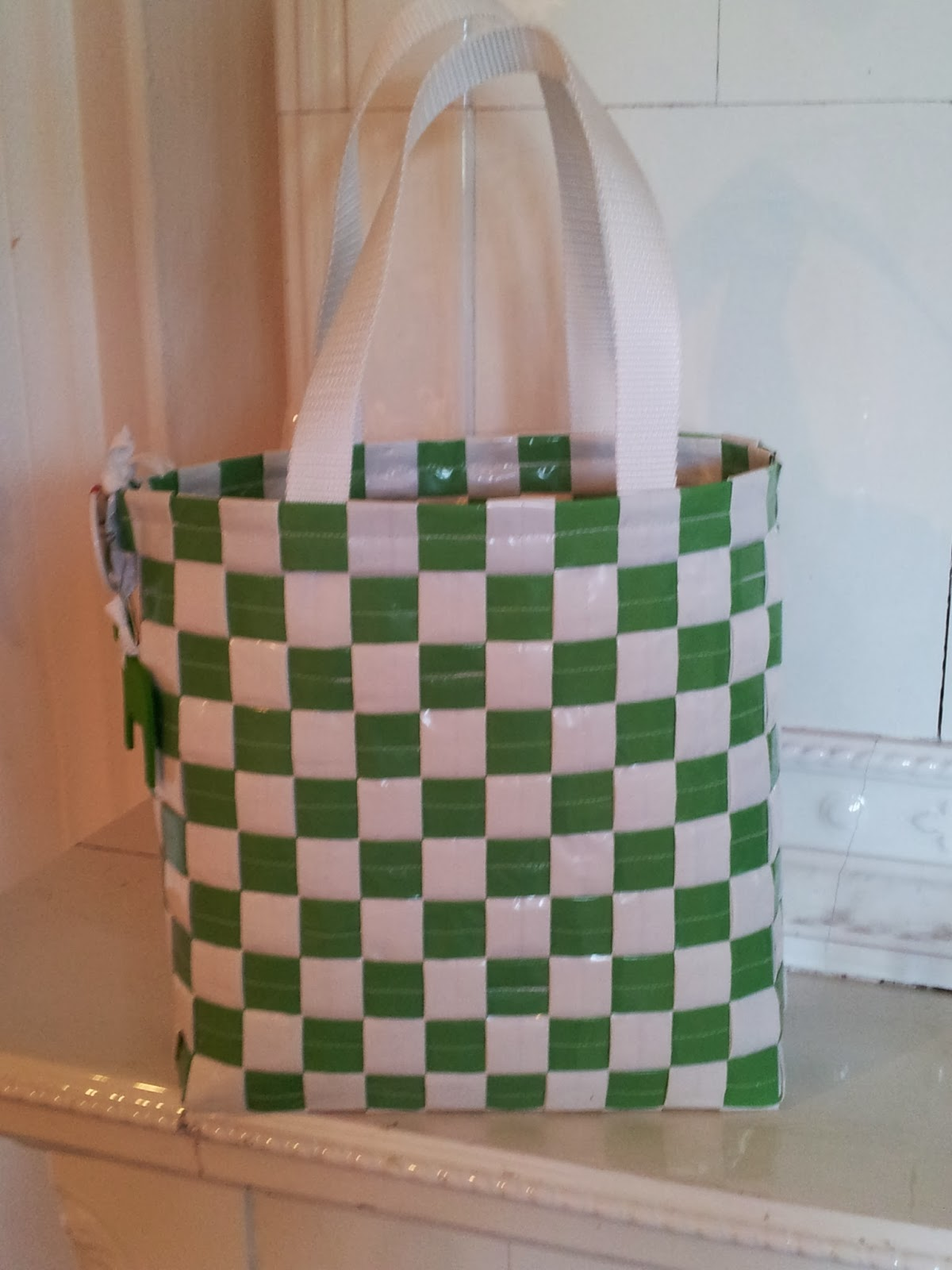 En sportaffär i Rättvik har egen tejp och vill ha en egen väska. 8970a4fb1ed00