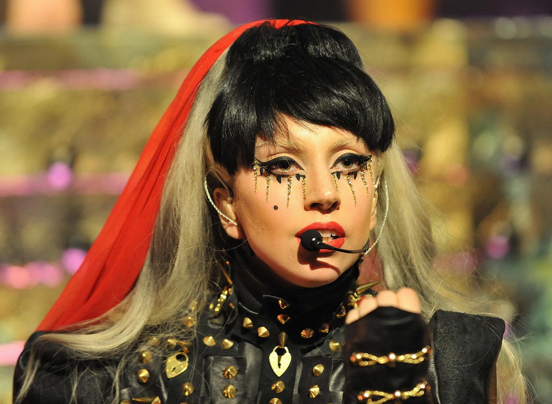 http://3.bp.blogspot.com/-w0JzBmE5uO0/TtkwKhvmLgI/AAAAAAAAAwo/-xNmpcKFvfU/s1600/Lady_Gaga_Le_Grand_Journal_Cannes_2011_53.jpg