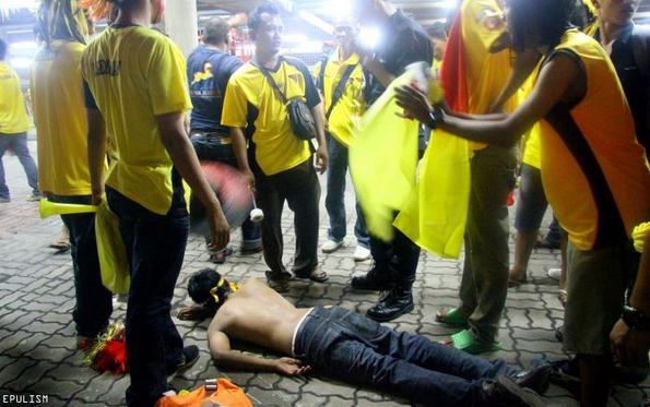 Bakar bendera Terengganu di stadium, lelaki dibelasah teruk