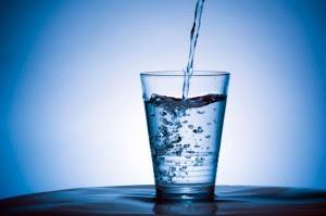 Ecco tutte le bugie sull'acqua che nessuno conosce.