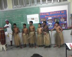 Apresentação do maculelê  dos alunos da Escola Leandro Maciel  do evento de emancipação
