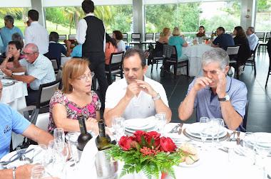 José Silva e esposa (ao centro)