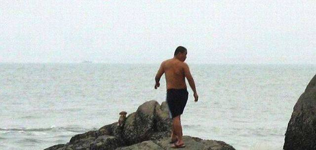 IdIot throws puppy in sea