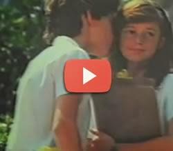 Propaganda romântica do Guaraná Taí que apresenta o primeiro beijo.