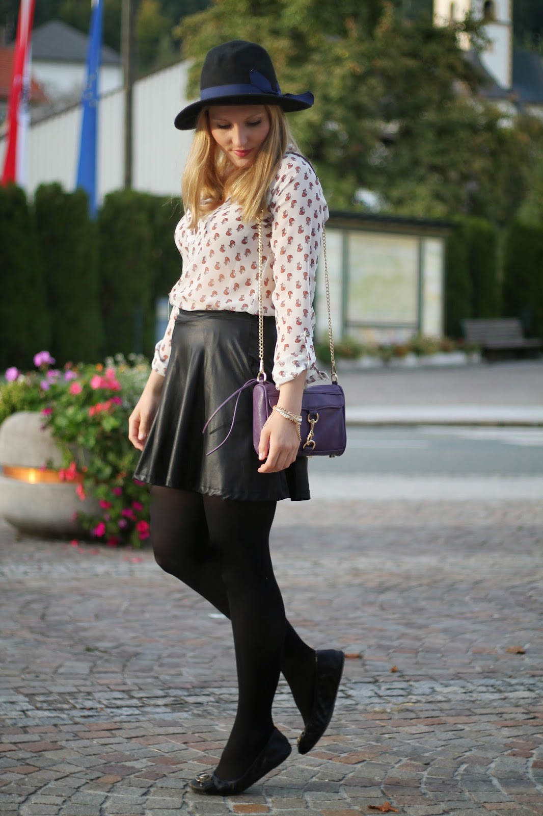 Fashionblogger Austria / Österreich / Deutsch / German / Kärnten / Carinthia / Klagenfurt / Köttmannsdorf / Spring Look / Classy / Edgy / Autumn / Autumn Style 2014 / Autumn Look / Fashionista Look / Rebecca Minkoff / Lookalike / Violett Purse Oasap / Fox Blouse Ernsting's Family Bluse / Black Blue Hat Hut Forever 21 / Black Leather Skirt CLockhouse C&A Schwarzer Lederrock / Burberry Black Flats Schwarze Ballerinas /