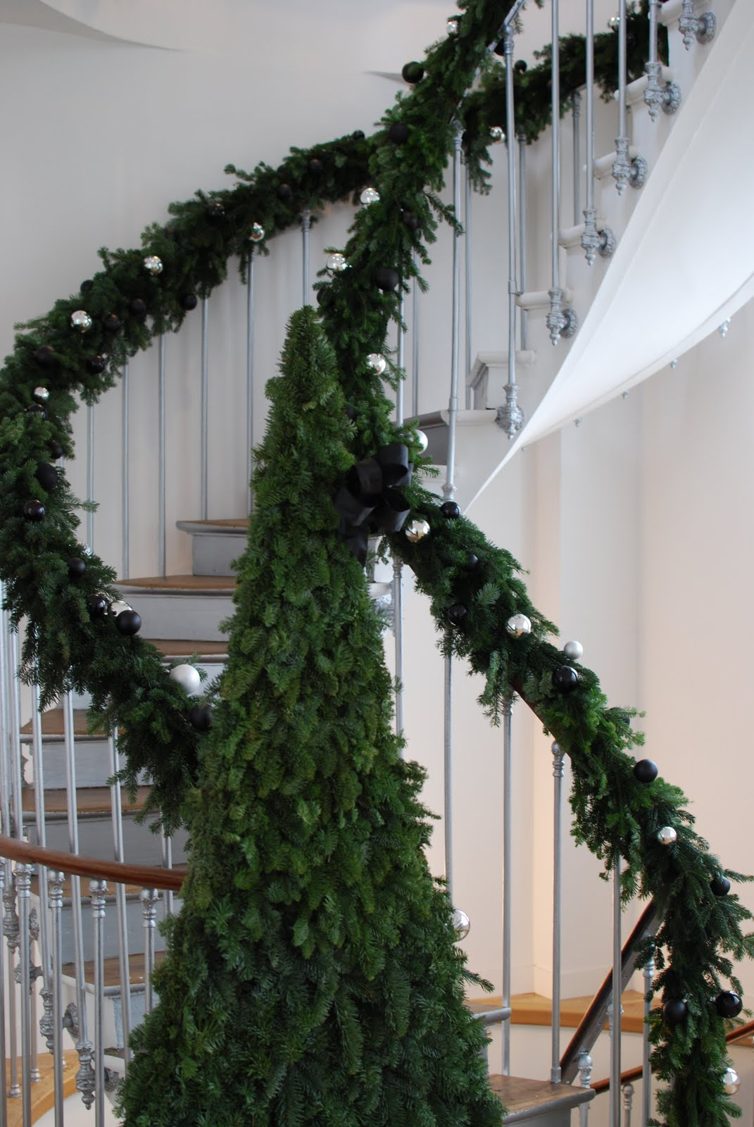 Catherine muller flower school christmas floral arrangement in paris for Escalier decor