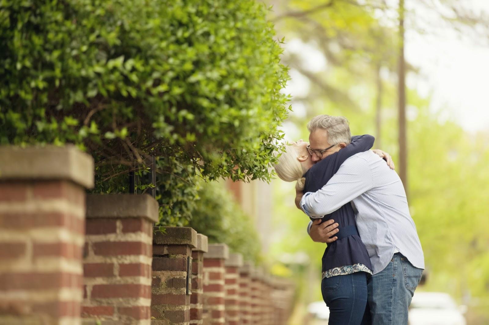 couple hugging in street on onequartermama.ca