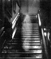 fantasma en la escalera