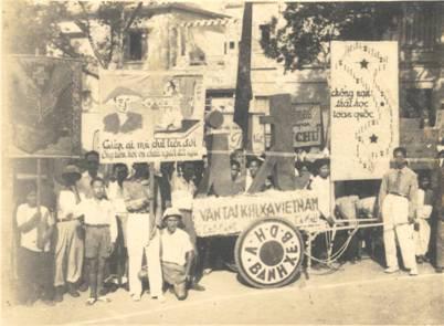 Diễu hành cổ động phong trào Bình dân học vụ năm 1946.