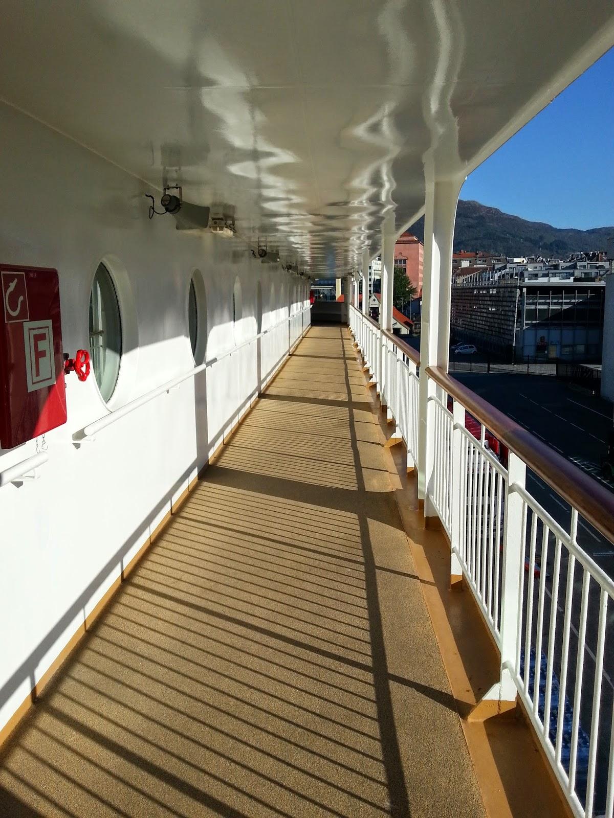 Hurtigruten MS Midnatsol - Promenade Deck