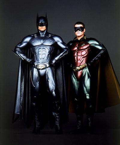 Batman y Robbie con trajes mas modernos