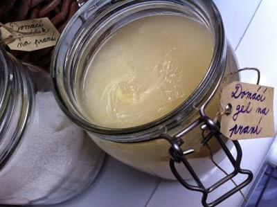http://www.home-made.cz/2012/08/domaci-gel-na-prani.html