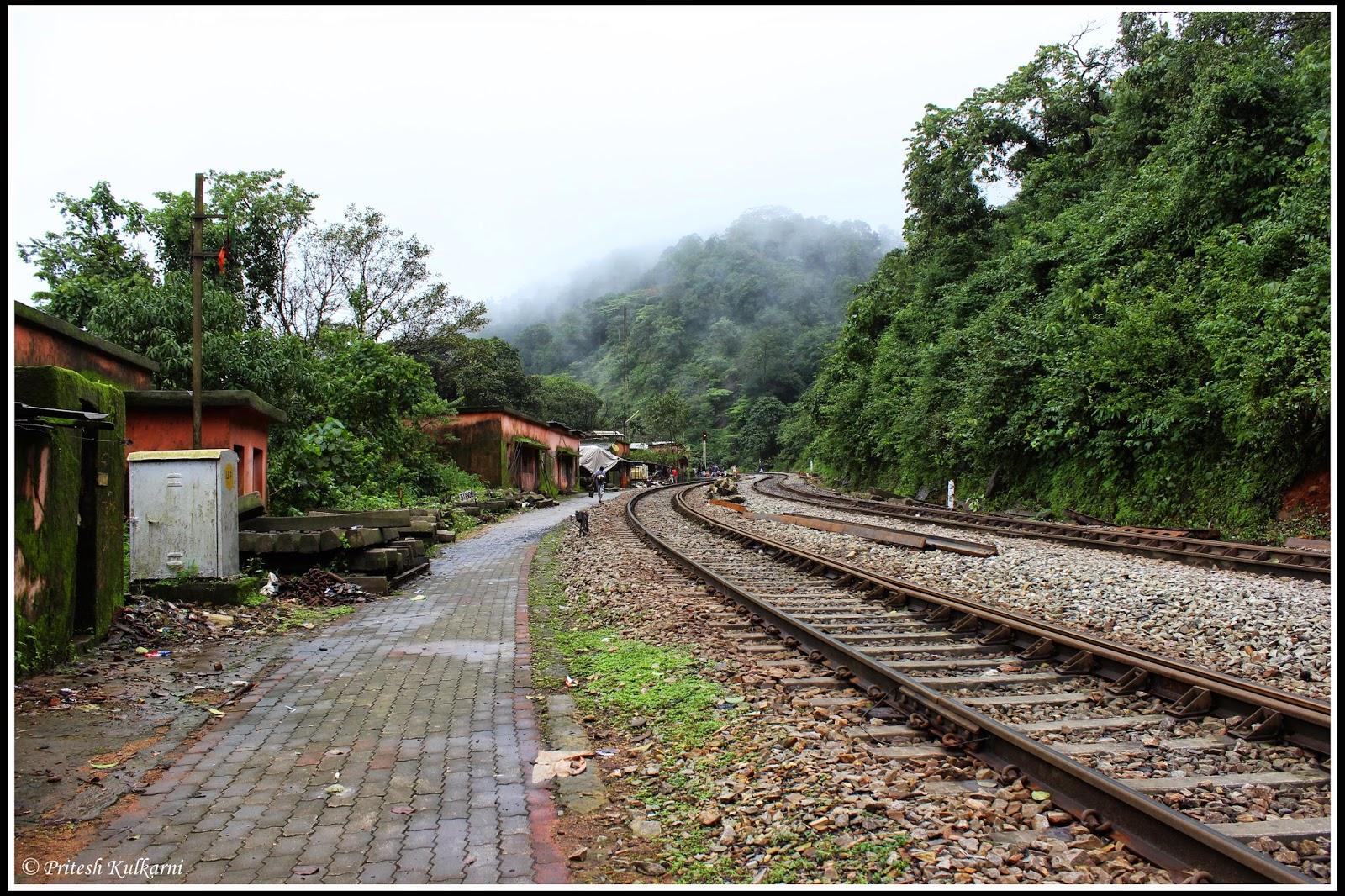 Caranzol railway station
