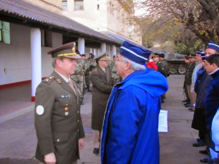 """Presentándome ante el jefe del Regimiento de Caballería de Tanques 10 """"Húsares de Pueyrredón"""", teni"""