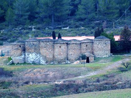 La Casa de les Tines des del mirador del mateix nom