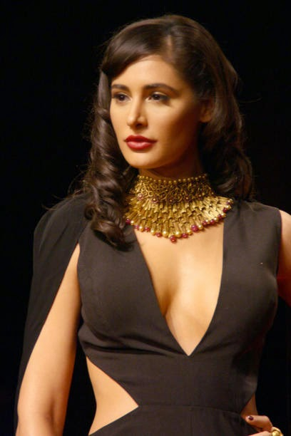 Nargis Fakhri Wear Bold Dress for jewellery brand Azva during a fashion show