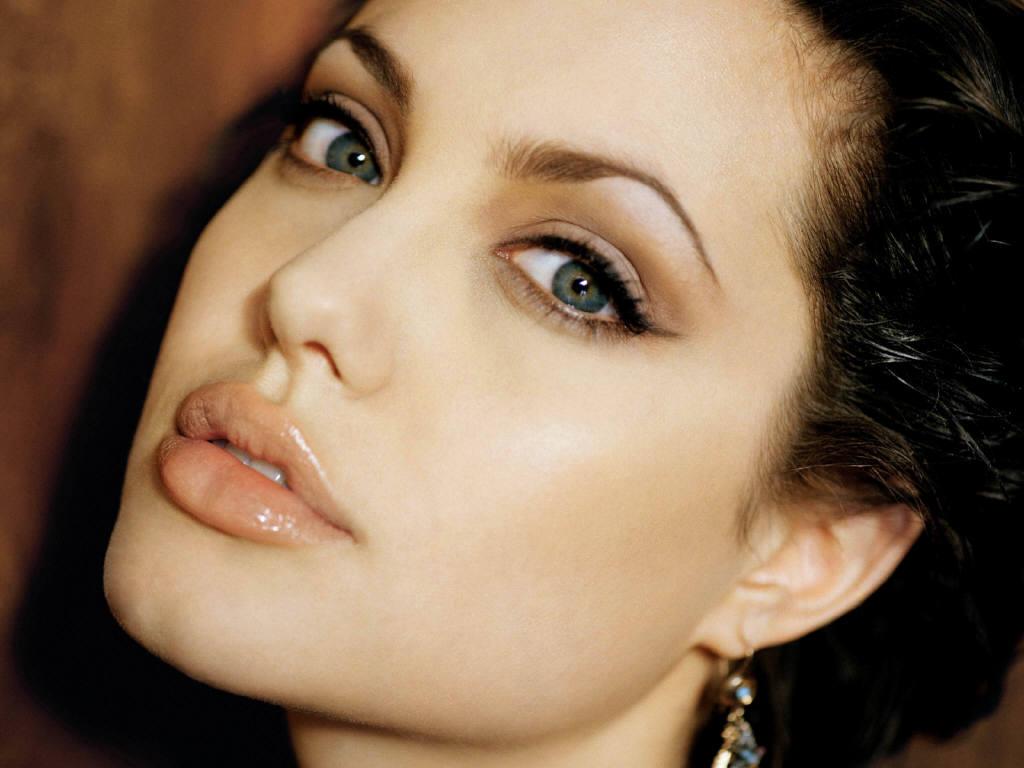 http://3.bp.blogspot.com/-w3AKppCa85U/T6Cxnb3_H_I/AAAAAAAAAAo/upbh_8K5Xd0/s1600/Angelina%2Bjolie%2Bwallpapers%2B2.JPG