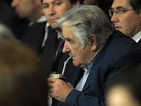 Mujica condiciona legalização da maconha ao apoio popular