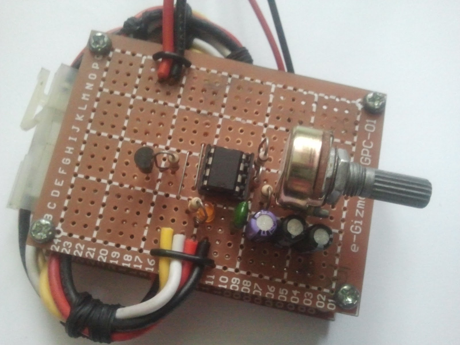 Mobotgeek Alitaptap A Strobe Light Controller For Motorcycle Led After Making The On Perforated Board Place Everything In Assembled It Resulting Circuit Is Shown Following Pictures