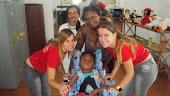 Um pouco da familia asapac dividindo a felicidade com a mãe de Riquelmy.