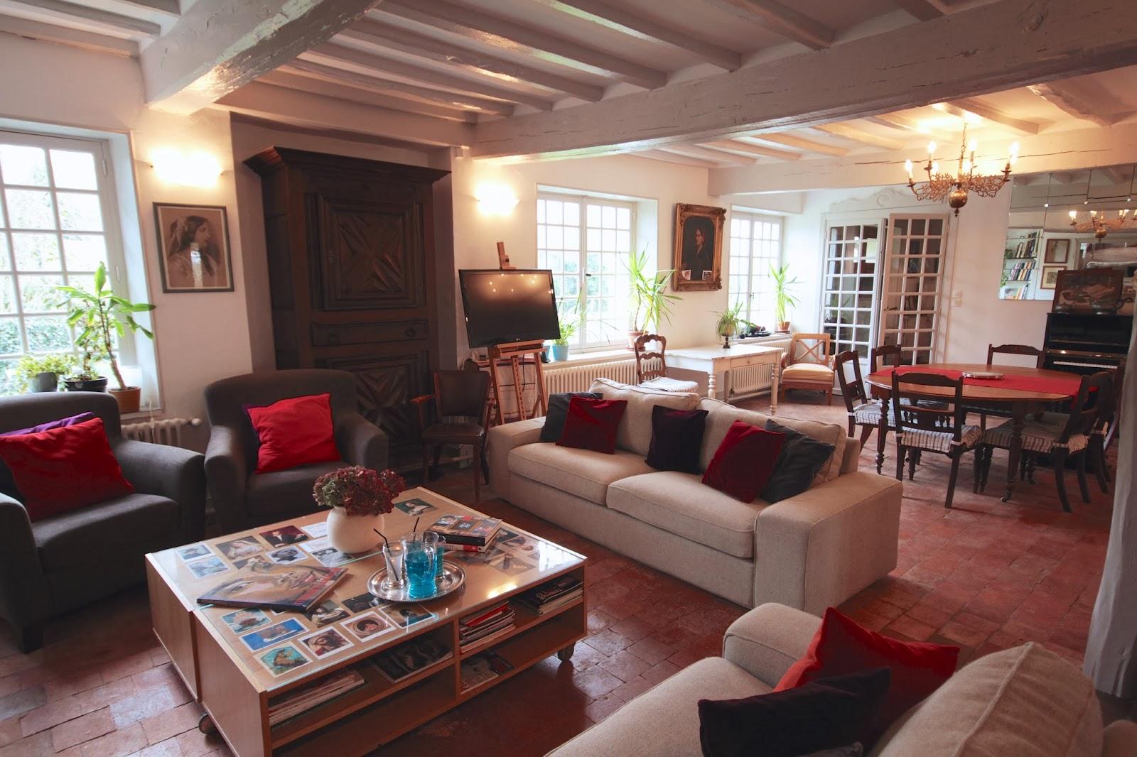 La maison d 39 h l ne mars 2014 le salon se refait une beaut for Le salon d helene