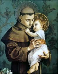 san Antonio con habito de fraile con el Niño Jesus en sus brazos