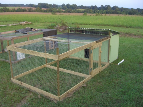 Chicken coop designs chicken coop how to for Small chicken coop with run