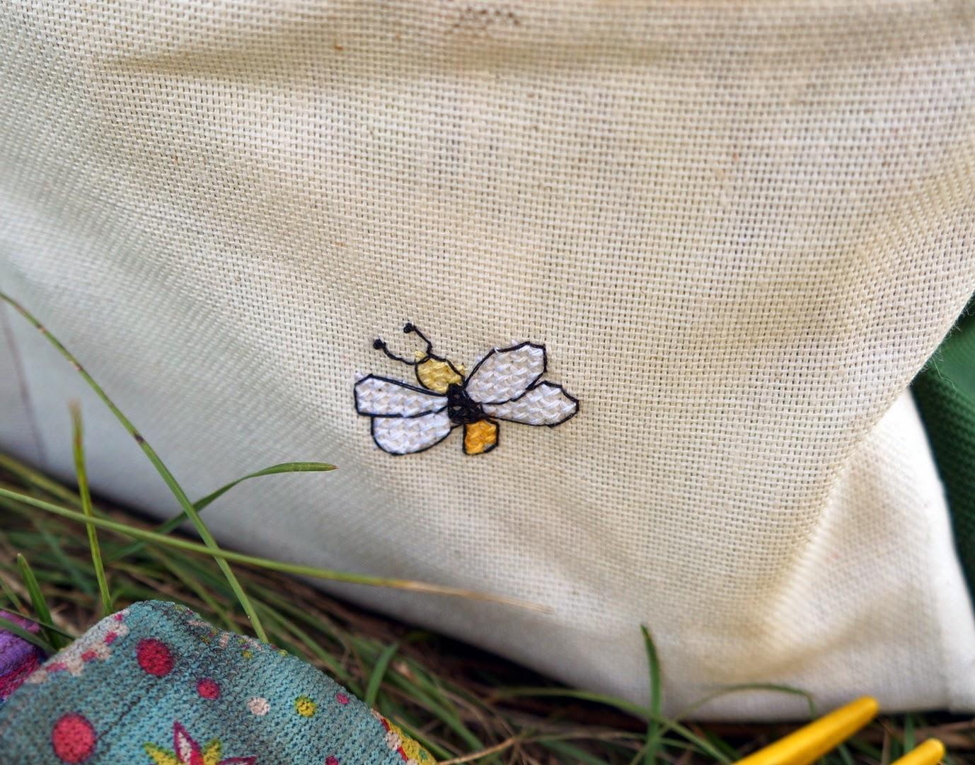 вышивка пчела
