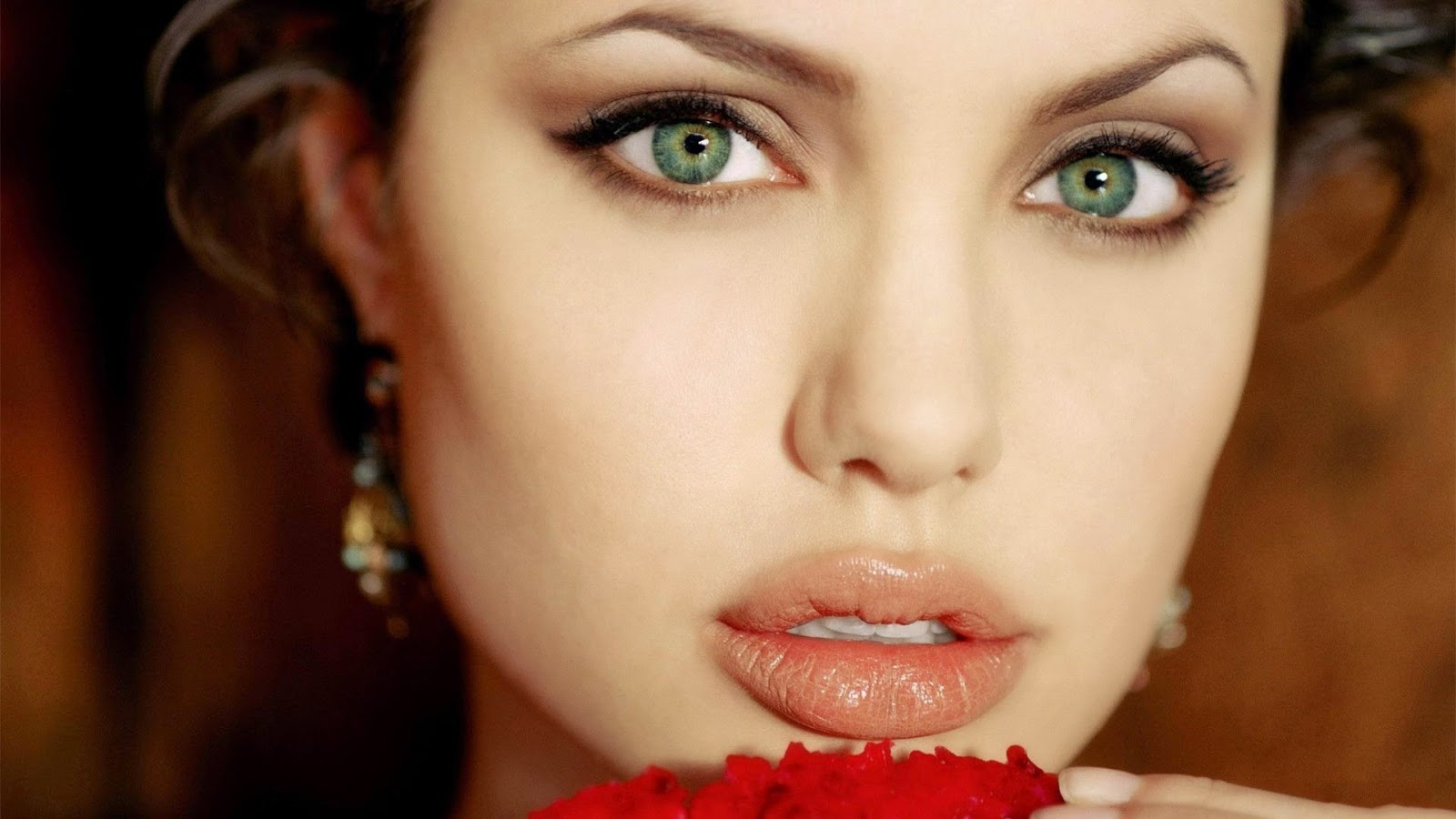 Hollywood Actress Angelina Jolie cute lips Wallpaper