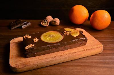 Turrón de chocolate, nuez y praliné de naranja