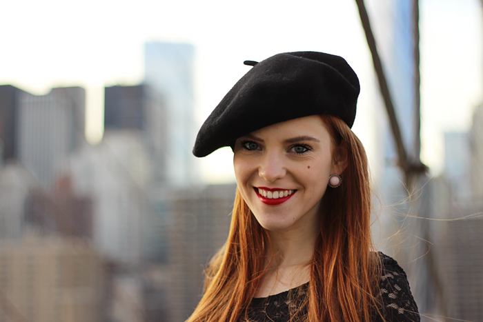 Fashion blogger outfit in New York with a beret and lace crop top