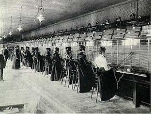 Telefonközpony munkatársai nők voltak
