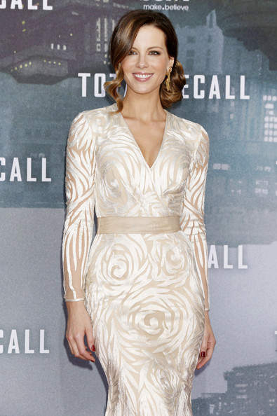Kate Beckinsale in a beautiful ivory-and-nude floor-length gown at the Berlin premiere of her movie, 'Total Recall'.