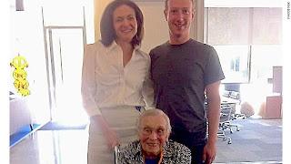 العمر 101 سنة وهي أكبر مستخدم مسجل في فيسبوك. Gal.oldest-facebook-