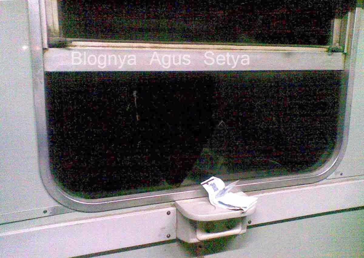 pelemparan batu ke kereta api