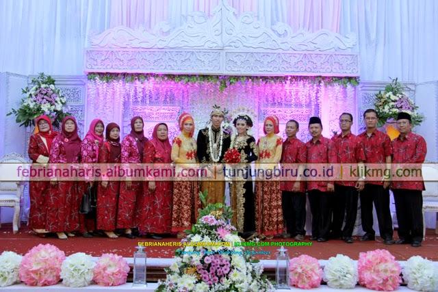 Resepsi Pernikahan Febriana & Heris Karya Tunjung Biru Wedding Organizer | Fotografer : Klikmg.com Fotografi Purwokerto