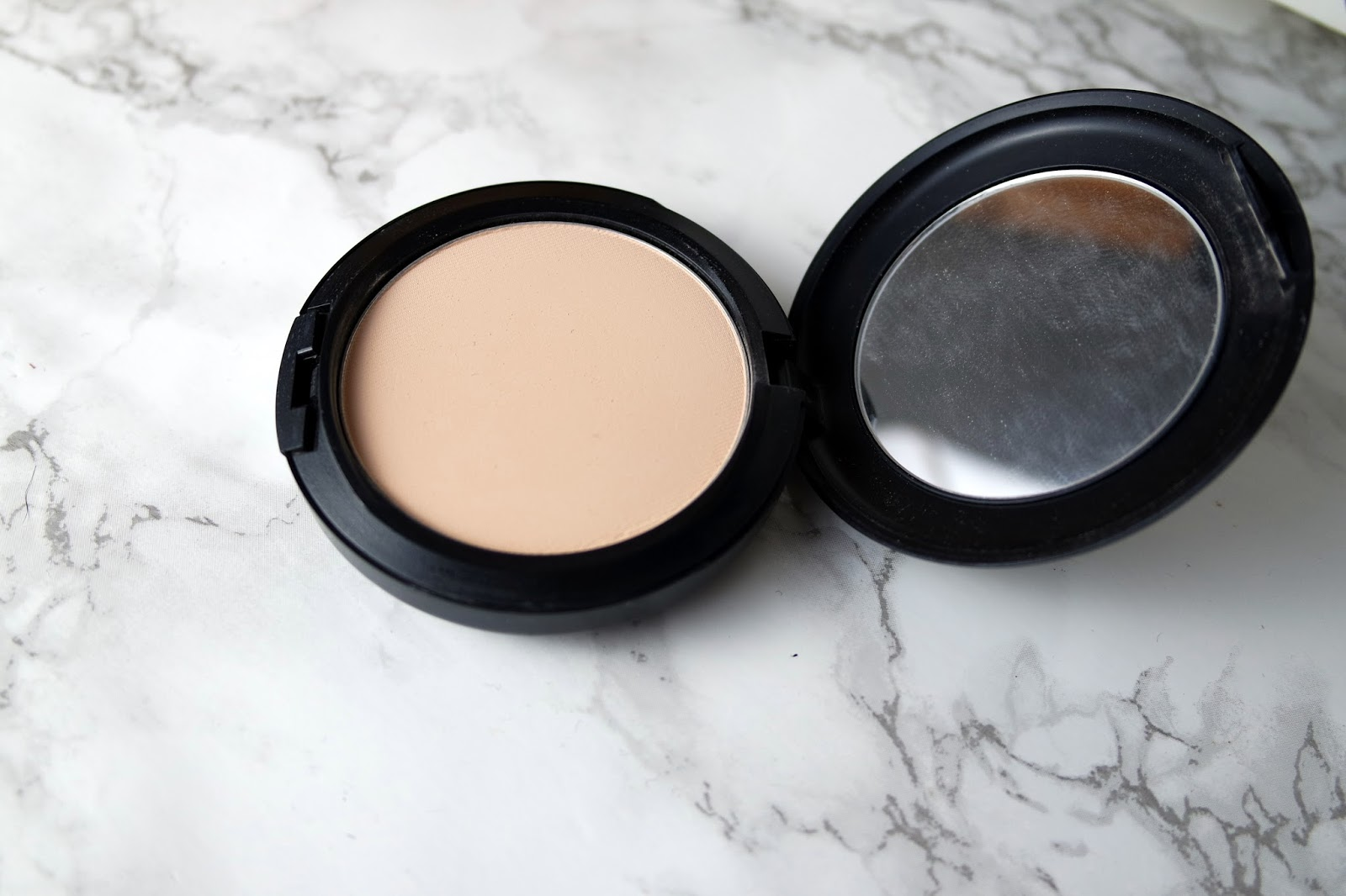 Review Mac Studio Conceal And Correct Collection Fix Powder Plus Foundation The Comes In A Standard Black Case But It Has Clip Which Makes Easier To Open Means Stays Shut Better My Bag