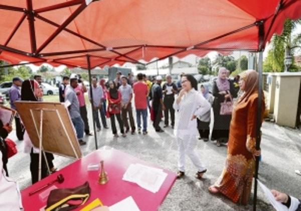 Semua barangan dilelong diserah semula kepada Datuk Hamidah Osman