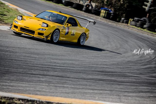 Mazda RX-7 FD3S, kultowe sportowe auta z lat 90, wankel, 1.3 twin turbo, rotary, silnik z wirującym tłokiem, najlepsze samochody używane do wyścigów, tuning, JDM, pasja, sport